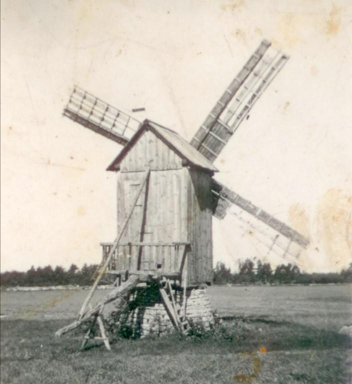 Vana foto Sassi talu pukktuulikust, foto pärineb tuulikuomaniku fotokogust, pildistatud ca 1950. aastatel.