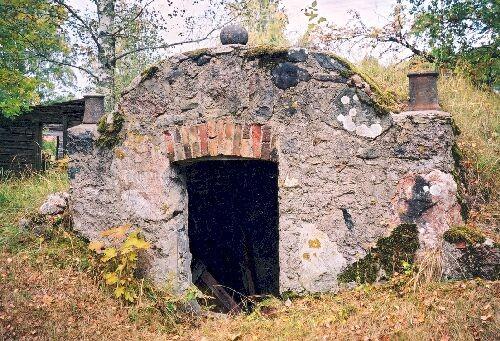 15924 Kaarli talu jääkelder foto K.Etverk oktoober 2002
