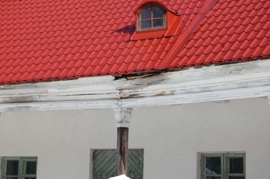 Vaade Õisu mõisa tall-tõllakuurile Pehkinud karniis 17.03.2011 Tiia Kallas