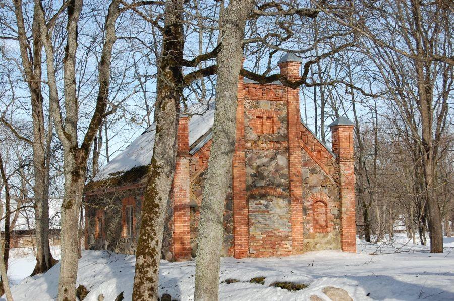 Vaade Õisu mõisa veinikeldrile edelast 17.03.2011 Tiia Kallas