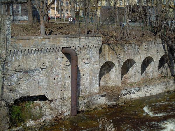 Kreenholmi jõekalda tugimüür, 24.04.2011. Foto: Madis Tuuder