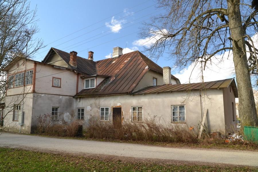 Vaade Jõgeva mõisa peahoonele kirdest, Ü.Jukk, 1.05.2011