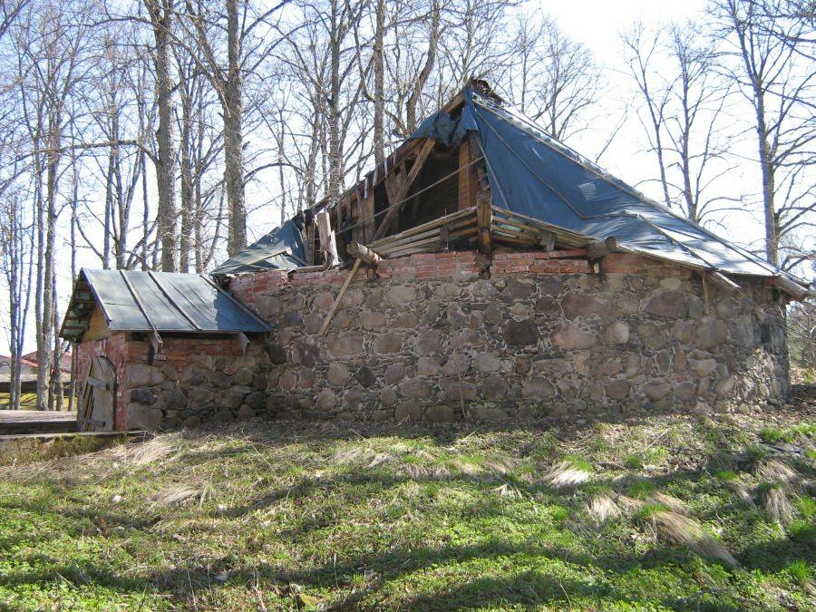 Polli mõisa jääkelder loodest Foto Anne Kivi 26.04.2011