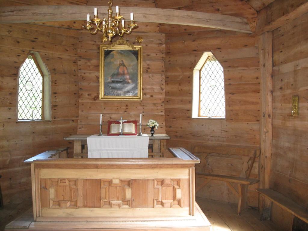 Altar altarivõrega, 17. saj, osaliselt 18. saj (puit, lubjakivi, tisleritöö) Foto: S.Simson 18.07.2008