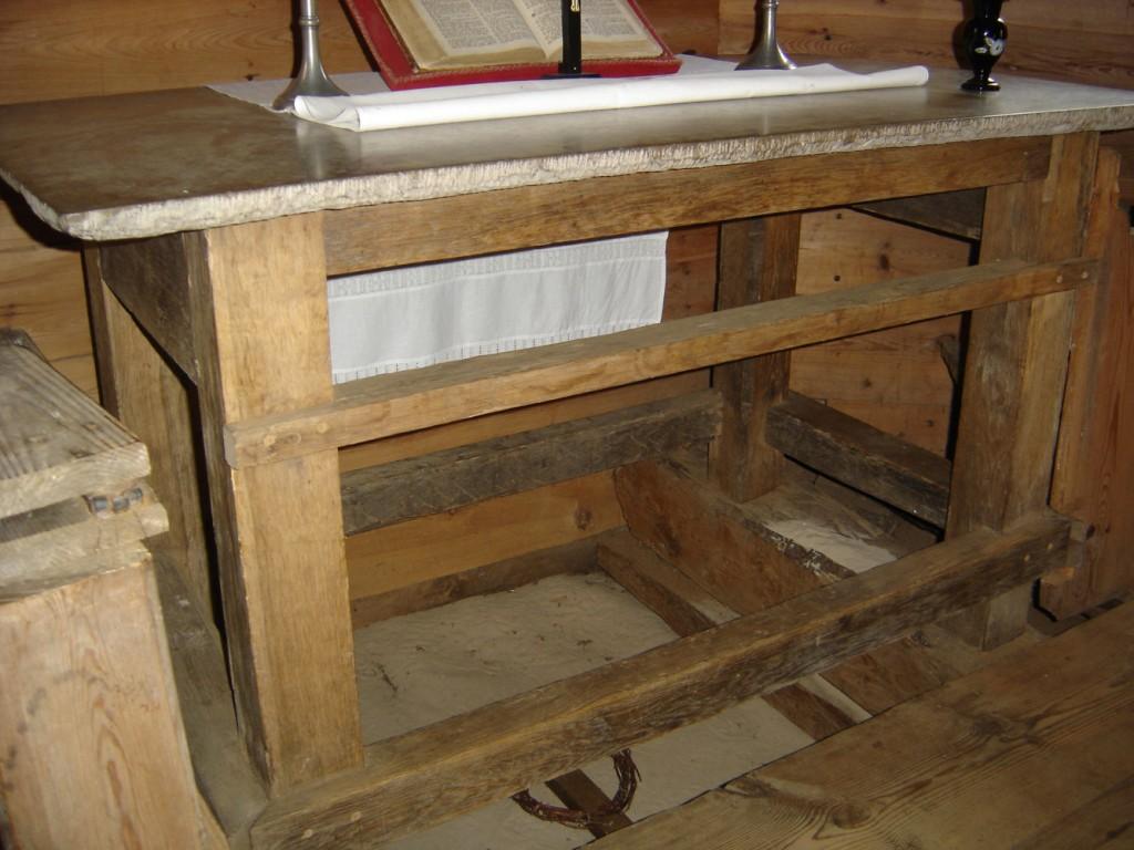 Altar altarivõrega, 17. saj, osaliselt 18. saj (puit, lubjakivi, tisleritöö) Foto: S.Simson 13.05.2006