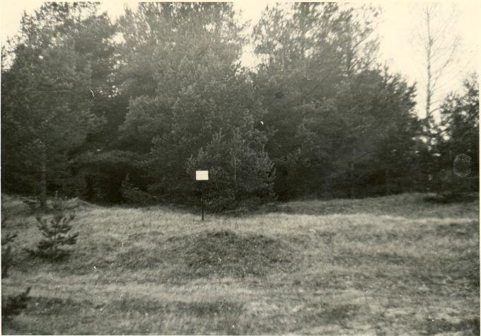 Maa-alune kalmistu - idast. Foto: H. Joonuks, 1977.