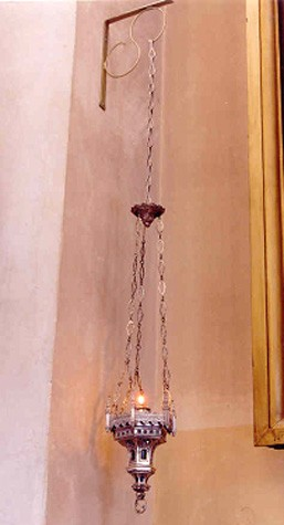 Õlilamp (Igavese tule lamp). 19. saj. (valge metall, valatud, klaas) Foto: Jaanus Heinla, 2003