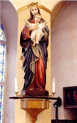 Skulptuur «Neitsi Maarja Jeesuslapsega». 19. saj. (kunstkivi, valatud, polükroomia). Foto: Jaanus Heinla, 2003.
