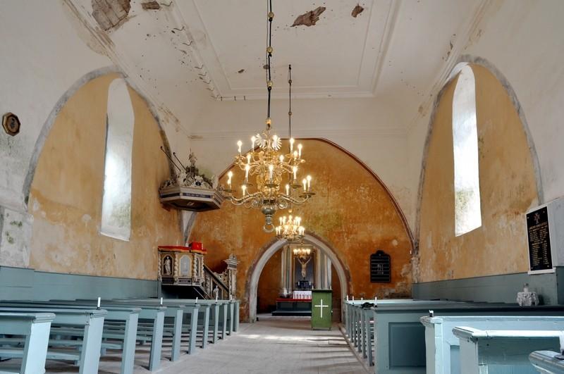 Karuse kiriku interjöör. Foto: T. Padu, aprill 2011