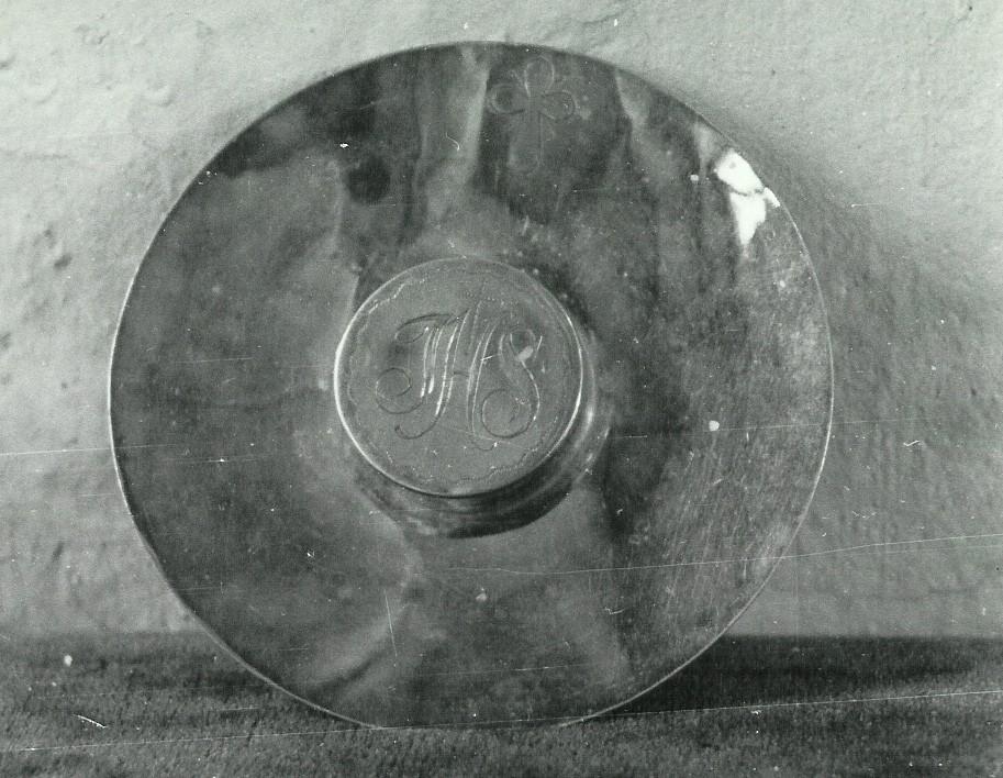Oblaatide toos. 19. saj. (kollane vasesulam, graveeritud, üleni kullatud) Foto: Paul Sorokin,1977