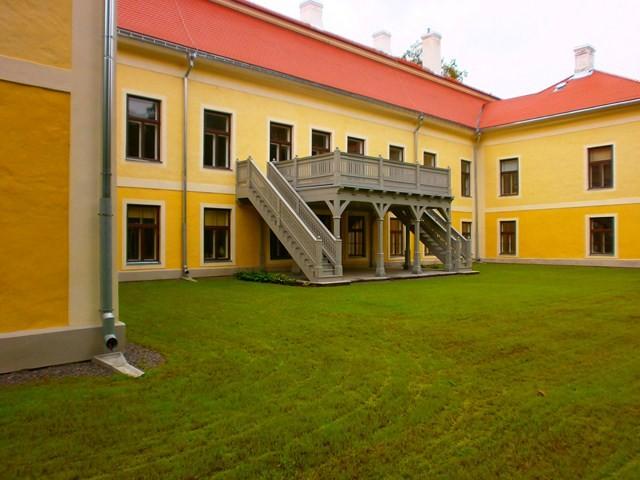 Vana-Vigala mõisa peahoone tagantvaade. Foto: Kadri Tael 12.08.2011