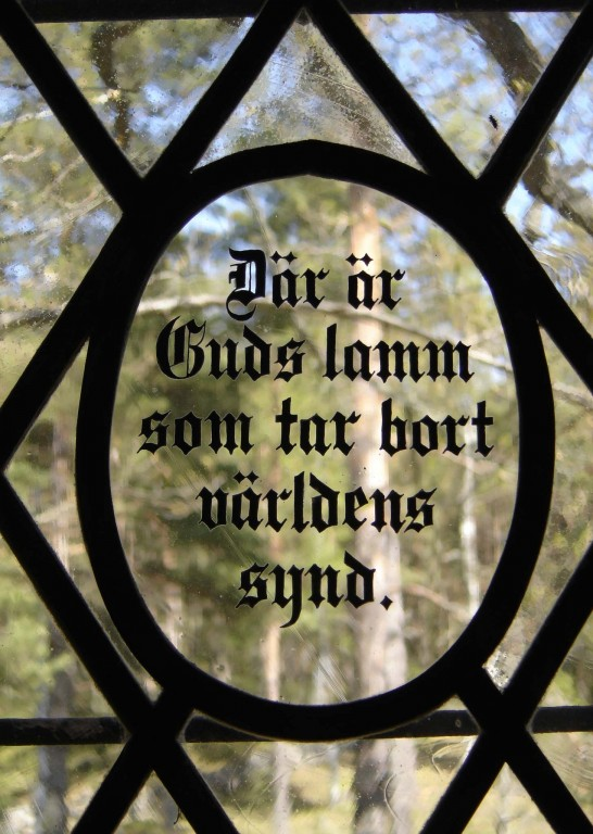 """Vitraažaken """"Där är Guds lamm som tar bort världens synd"""". EKA, 1998 (puhutud klaas, klaasimaal, tinaraamid) Foto: S.Simson 07.02.2007"""