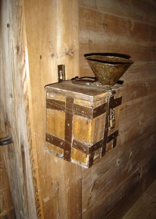 Korjanduskarp. 19. saj. (puit, plekk) Foto: S.Simson 23.01.2007