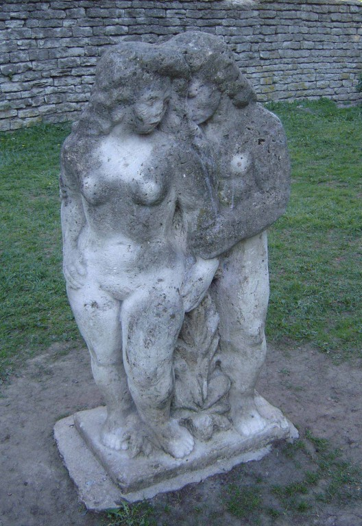 """Skulptuur """"Aadam ja Eeva"""", E. Kolk, 1970 (dolomiit) Foto: Sirje Simson 07.05.2006"""