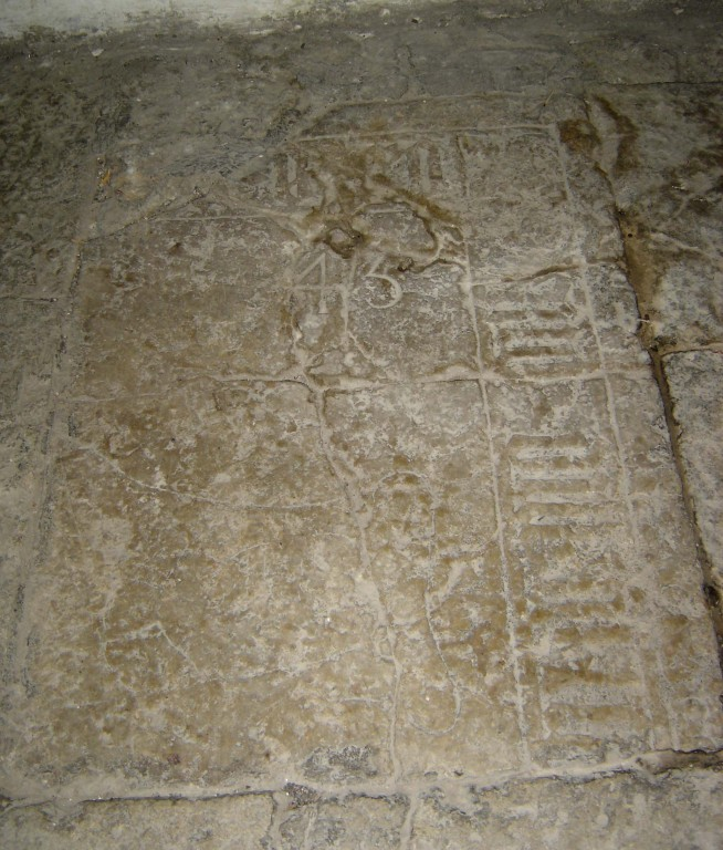 Hauaplaadi fragment gooti minuskeltekstiga. 14. saj. (paas). Foto: Sirje Simson 11.03.2006