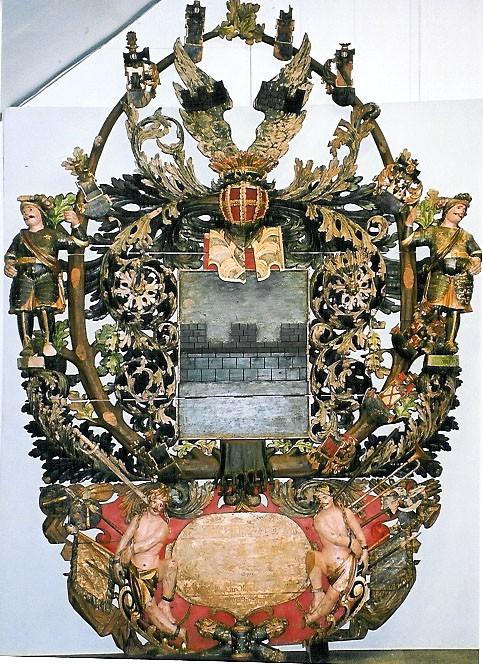 E. W. v. Wrangeli vappepitaaf. Umb. 1695 (puit, polükroomia). Foto: Toomkiriku vapitöökoda 2001