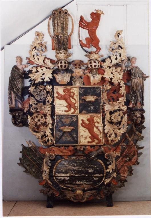 O. C. v. Üxkülli vappepitaaf. Umb. 1718 (puit, polükroomia). Foto: Toomkiriku vapitöökoda 2005