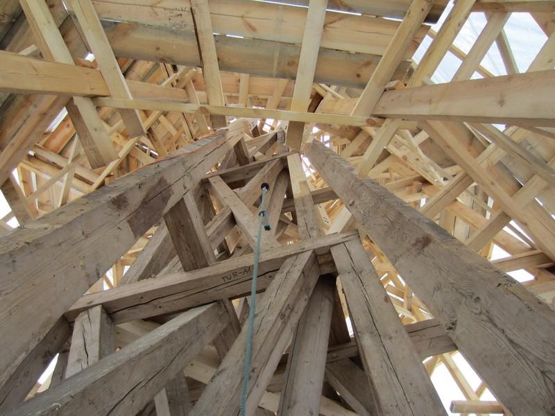 16107 Väike-Maarja kirik , tornikiivri taastamine- vaade kandekonstruktsioonidele 13.10.2011. Anne Kaldam