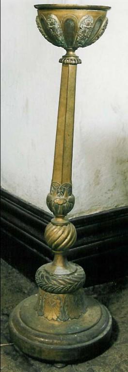 Põrandalühter. Vene töö, 19. saj. (messing, hõbetatud). Foto: Jaanus Heinla 2003