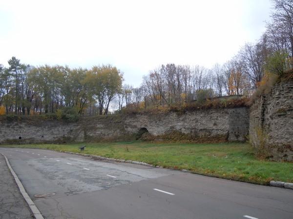 """Narva linnakindlustused (kurtiin bastioni """"Victoria"""" ja """"Honor"""" vahel). Foto: Madis Tuuder. 25.10.2011"""