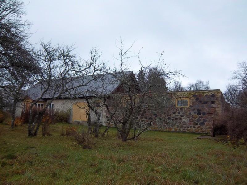 Maidla mõisa talli maanteepoolne külg (vaade loodest). K. Klandorf 01.11.2011