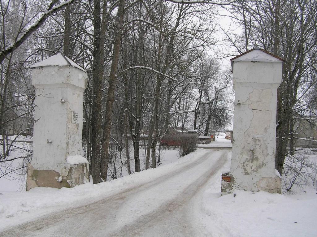 Vana-Antsla mõisa väravapostid  Autor Martti Veldi  Kuupäev  15.02.2007