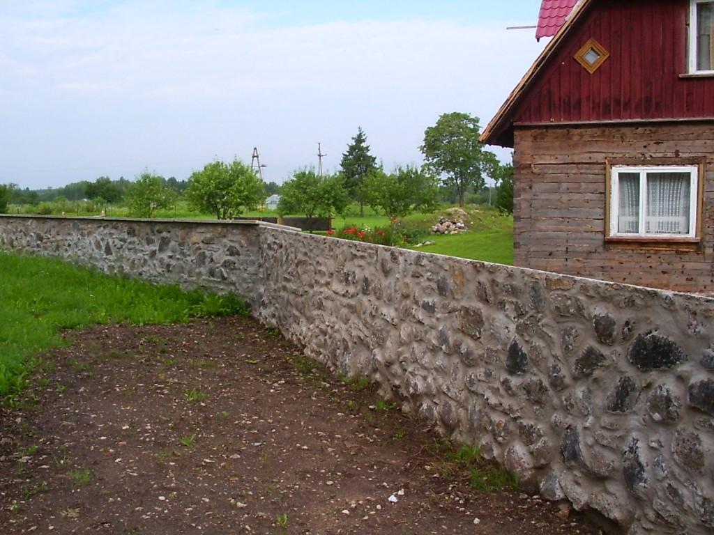 Restaureeritud piire N-küljel  Autor Silja Konsa  Kuupäev  28.08.2004
