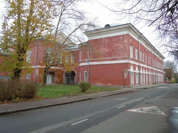 Narva gümnaasiumi hoone. Foto: Madis Tuuder, 25.10.2011.