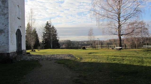 Vaade kirikaiale põhjast. Foto: Karin Vimberg, 15.11.2011.