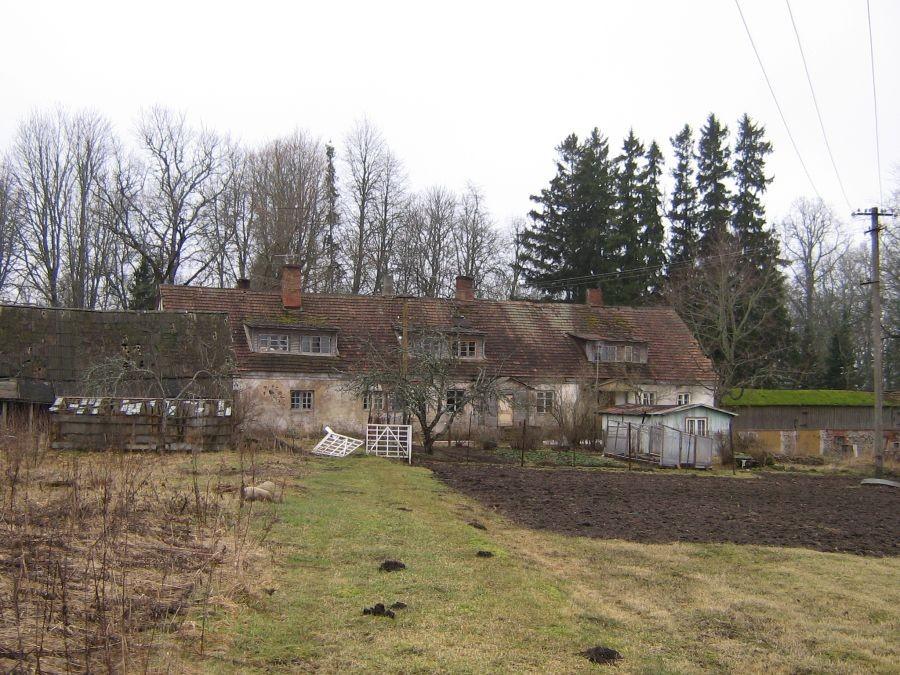 Vaade Õisu mõisa moonakatemajale aia poolt Autor A. Kivi  Kuupäev  21.03.2004
