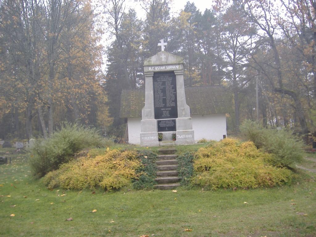 Vabadussõja mälestussammas Kose kalmistul  2006 sügisel. Foto Ly Renter