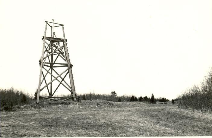 Kloodi Pahnimäe põhjavall läänest. Foto: O. Multer, mai 1983.