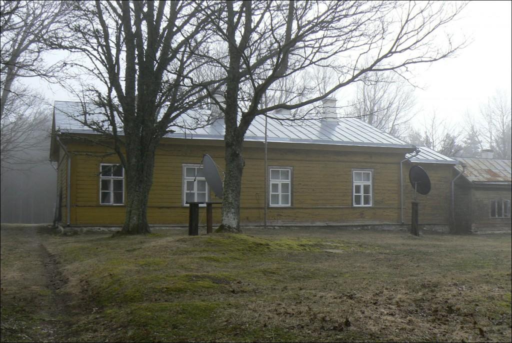 Ristna tuletorni ülevaataja elamu  Autor D. Lukas  Kuupäev  07.04.2006
