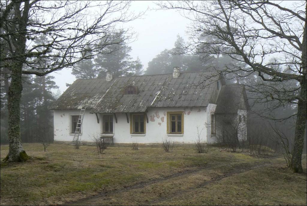 Ristna tuletorni teenijate elamu  Foto D. Lukas  Kuupäev  07.04.2006