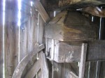 Tuuliku lihtjahu jahukast ja kolu tõstetuna kasti peale. Külgseina pinnal on nähtavad tuuliku haruldased pikad diagonaalid. Foto: M.Koppel 2009
