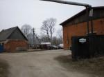 Vaade mälestise alale jäävale rehvitöökojale. Foto: Karin Vimberg, 16.04.2012.