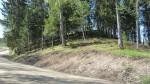 Vaade Makitamäele selle kirdepoolselt jalamilt. Esiplaanil teehoolduse käigus teostatud pinnasetööd. Foto: Karin Vimberg, 14.05.2012.