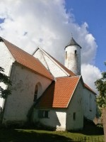 Harju-Risti kirik ja kirikuaed. Foto: Kadri Tael 7.06.2012