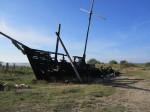 15951 Toolse linnuse varemed , vaade 2012 augustis põlenud laevavrakile. Anne Kaldam 15.08.2012