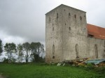 Pöide kiriku torn. Taamal harvendatud puudeslu (kiriku põhjapoolsel küljel). Foto: Rita Peirumaa, 25.09.2012