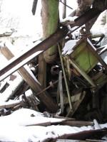 Pada mõisa vesiveski, reg. nr 16040. Vaade varemete vahel olevatele veski konstruktsioonidele ning detailidele. Foto: M.Abel, kuupäev 30.01.2013