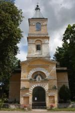 Räpina kirik ja peavärav. Foto: Sille Sombri (juuli 2011)