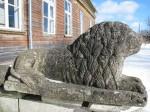 Sikassaare mõisa peahoone lõvifiguur. Foto: Mari Loit: 7.03.2013