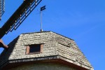 Aaspere mõisa tuuleveski, reg. nr. 15646. Vaade tuuliku peale, tuulelipul aastaarv 1988, mis tähistab tuuliku restaureerimise aastat. Foto: M.Abel, kp. 19.06.13
