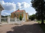 15893 Palmse mõisa peahoone, vaade kavaleride maja eest. foto: Anne Kaldam 10.07.2013