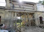 15872 Võhmuta mõisa väravahoone, käivad restaureerimistööd foto: 11.07.2013 Anne Kaldam