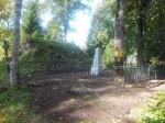 Restaureeritud piirdeaed ja hauatähis Hageri kalmistul. K. Klandorf 19.09.2013.