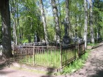 Bulgarini hauatähis kabel-kellatorni kõrval. Foto Egle Tamm, 16.05.2014.