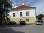 15736 Elamu Rakveres, Tallinna t. 5, vaade idast elamu otsaseinale, täna linnavalitsus foto: Anne Kaldam 27.06.2014