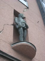 """Skulptuurid «Ilu» ja «Töö», J. Raudsepp, 1937 (pronks). Skupltuur """"Töö"""". Foto: V. Leitsar, 12.09.2014"""